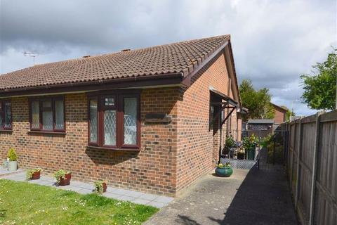 2 bedroom semi-detached bungalow to rent - Grantley Close, Ashford, Kent