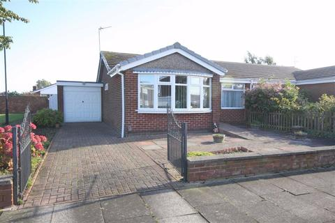 2 bedroom semi-detached bungalow for sale - Renfrew Close, North Shields, Tyne & Wear, NE29