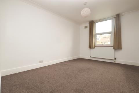 2 bedroom flat to rent - Doggett Road London SE6