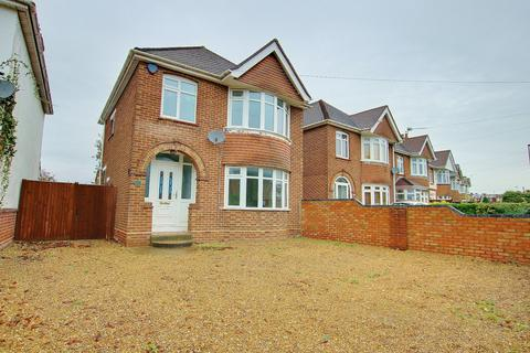 3 bedroom detached house for sale - NO FORWARD CHAIN! AMPLE PARKING! A MUST SEE!