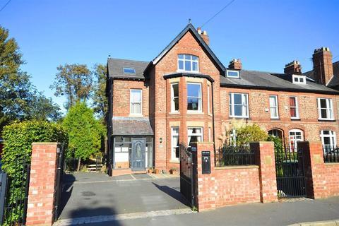 4 bedroom semi-detached house for sale - Dane Road, Sale