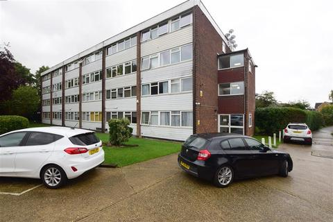 2 bedroom ground floor flat for sale - Long Green, Chigwell, Essex
