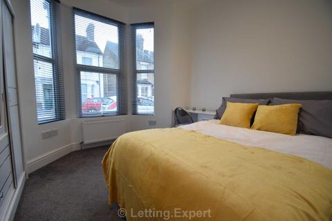 1 bedroom house share to rent - SETTING A NEW LEVEL OF HOUSE SHARE STANDARDS - BRAND NEW -  EXCELLENT LOCATION Gordon Road, Southend On Sea