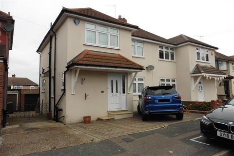 3 bedroom semi-detached house for sale - Fernbank Avenue, Hornchurch, Essex