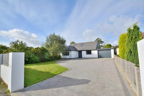 5 bedroom detached bungalow for sale - Parley Close, West Parley, Dorset, BH22 8PH