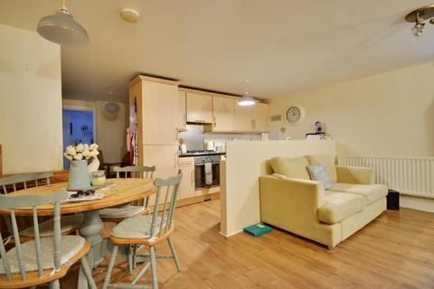 2 bedroom flat to rent - Hillingdon Road, Uxbridge, Middlesex UB10 0AD