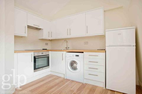 Studio to rent - Shaftesbury Avenue, Covent Garden, WC2H