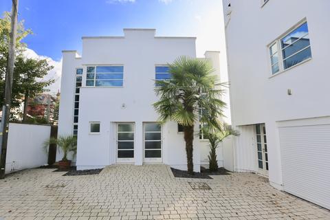 3 bedroom semi-detached house for sale - Magdalen Road, St. Leonards, Exeter EX2
