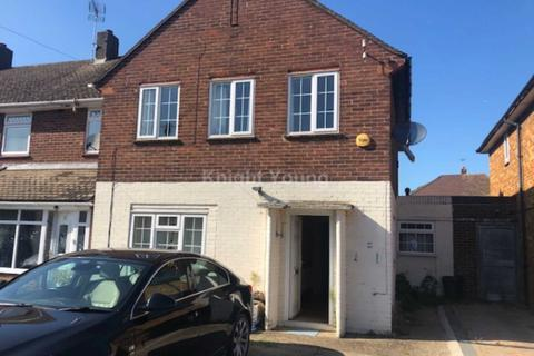 3 bedroom semi-detached house to rent - Evelyns Close, Uxbridge