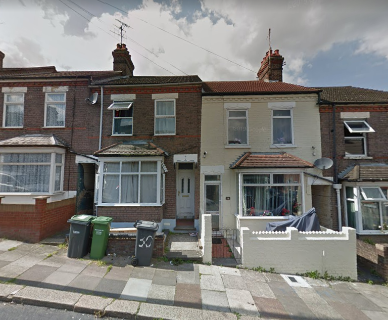 Three Bedroom Mid Terrace House On Chiltern Rise