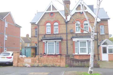 6 bedroom semi-detached house for sale - Hanworth Road, Hounslow, TW3