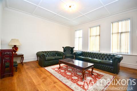 4 bedroom flat to rent - Streatham High Road, London, SW16