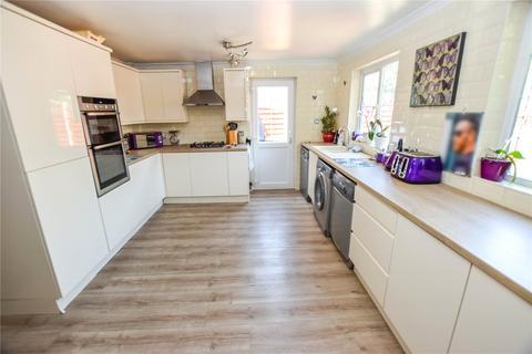 4 bedroom semi-detached house for sale - Elmer Close, Rainham, RM13