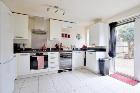 3 bedroom end of terrace house to rent - Divine Way, Hayes, Middlesex, UB3 2FE