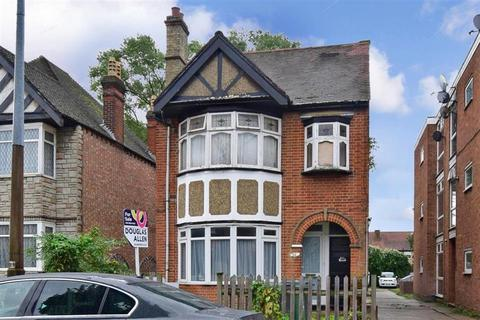 2 bedroom ground floor flat for sale - Sinclair Road, Chingford