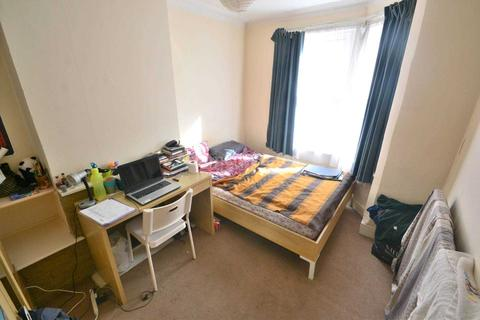 4 bedroom terraced house to rent - Essex Street, Reading
