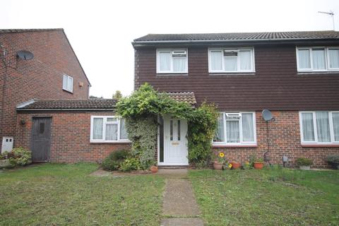 4 bedroom semi-detached house to rent - Boevey Path, Belvedere, Kent, DA17 5RA