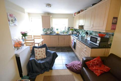 4 bedroom terraced house to rent - Brighton Road, Reading