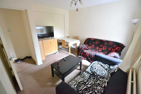 4 bedroom terraced house to rent - Granby Gardens, Reading