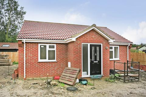2 bedroom detached bungalow for sale - Long Street, Great Ellingham