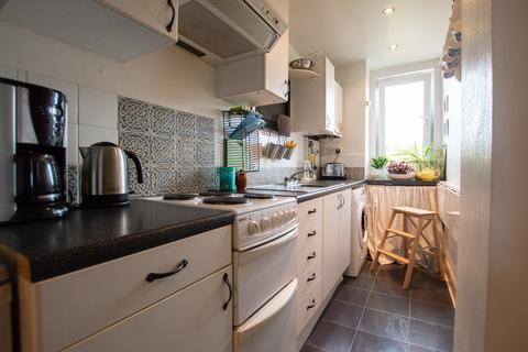 2 bedroom flat for sale - Benvie Road, Dundee
