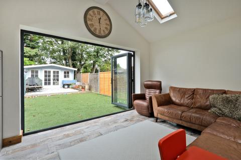 4 bedroom semi-detached house to rent - London Road, Staines Upon Thames
