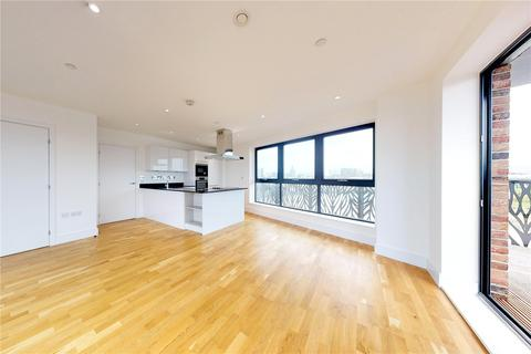 3 bedroom flat to rent - Cityview Point, Leven Road, London, E14