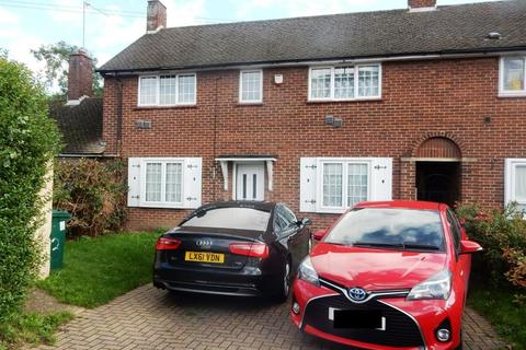 3 bedroom end of terrace house to rent - Hannibal Road, Staines