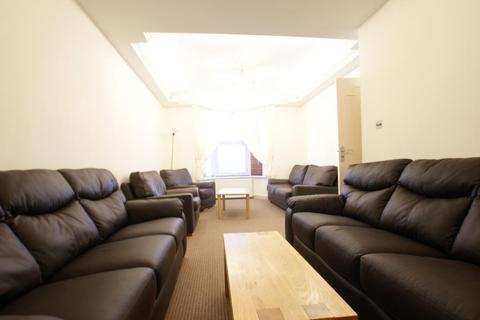 3 bedroom terraced house to rent - Clinton Road, London, N15