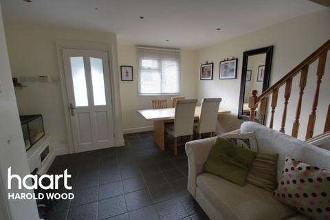 3 bedroom terraced house for sale - Hitchin Close, Romford, RM3 7EG