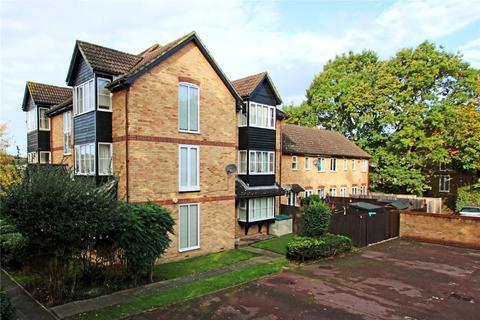 Studio to rent - Weatherall Close, Addlestone, Surrey, KT15