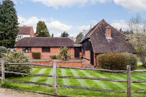 2 bedroom barn conversion to rent - The Barn, Rectory Farm, Broadway Road, Lightwater, Surrey