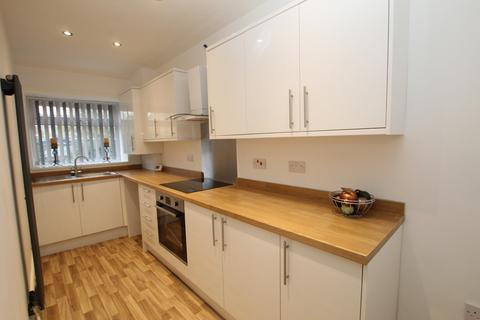 2 bedroom flat to rent - 72A Featherstall Road