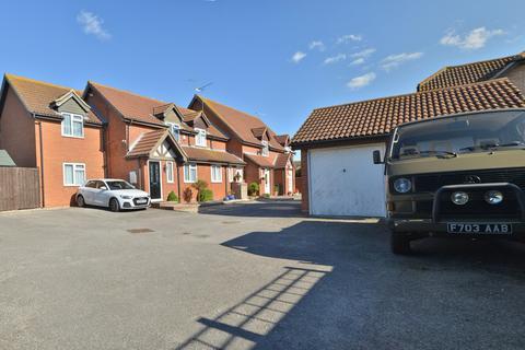 3 bedroom semi-detached house for sale - Leslie Park, Burnham-on-Crouch