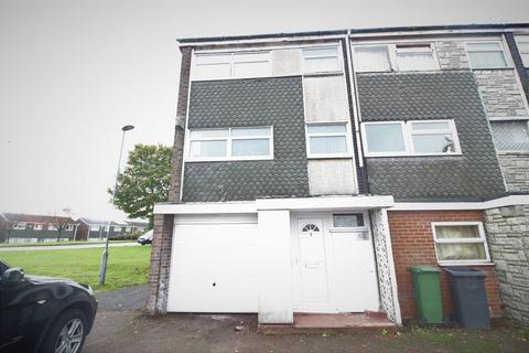 4 bedroom end of terrace house to rent - REFURBISHED TOWN HOUSE on Axe Close, Luton