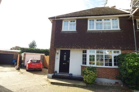 3 bedroom semi-detached house for sale - Haven Close, Swanley