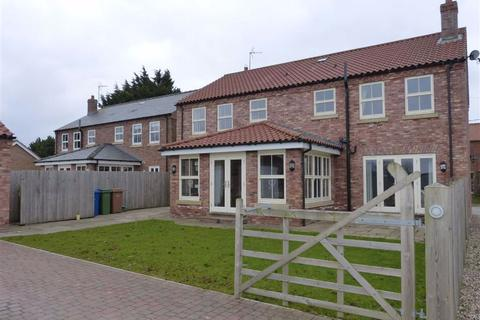 4 bedroom detached house to rent - North Road, Lund