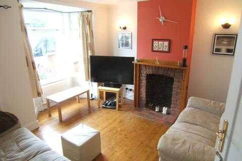 2 bedroom detached house to rent - Victoria Road, Staines TW18 4YR