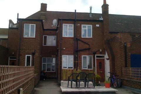 Flat share to rent - Tudor Way, Southgate