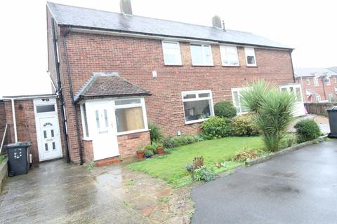 3 bedroom house to rent - Beautiful three bed family home Cades Close p10721