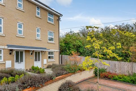 3 bedroom townhouse for sale - Tynan Close, ROYSTON, SG8