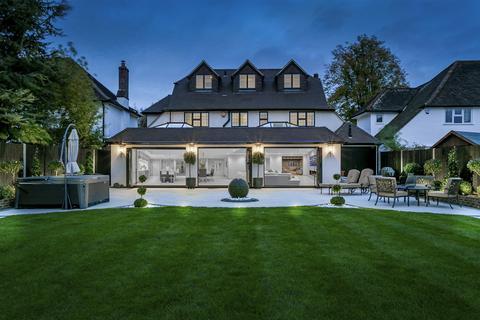 6 bedroom detached house for sale - Longcroft Avenue, Banstead