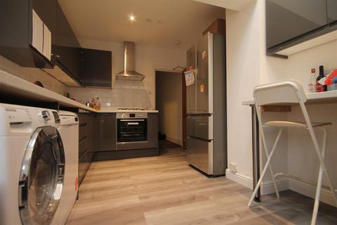 5 bedroom maisonette to rent - Sandyford Road, Sandyford