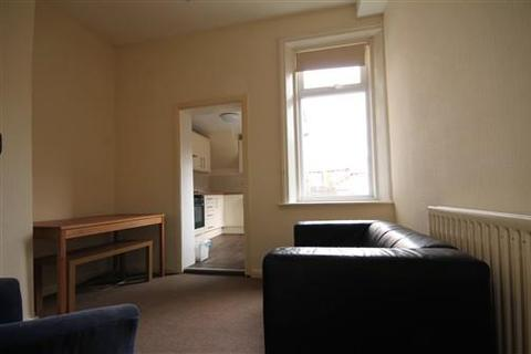 4 bedroom flat to rent - Starbeck Avenue, Sandyford