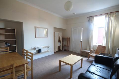 3 bedroom flat to rent - Claremont Road, Spital Tongues