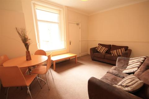 4 bedroom terraced house to rent - Malcolm Street, Heaton