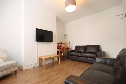 4 bedroom terraced house to rent - First Avenue, Heaton