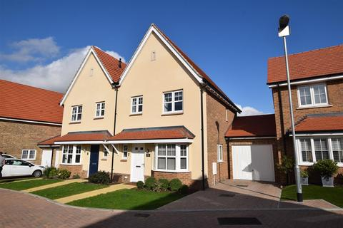 3 bedroom semi-detached house for sale - Repertor Drive, Maldon