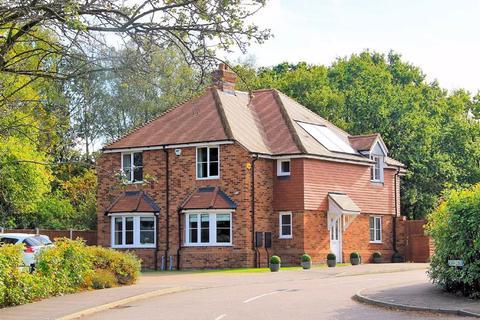 3 bedroom semi-detached house for sale - Scarff Close, Mardley Heath AL6 0SZ