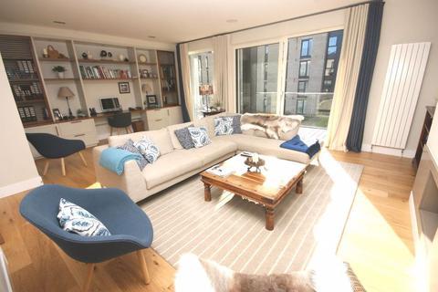 4 bedroom townhouse to rent - Fairholm Mews